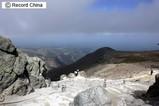 12日、北朝鮮との国境にほど近い長白山に、アジア最大級のスキー場がオープンした。豊富な天然雪やエクストリームスキーなどを売りにしているという。写真は長白山。