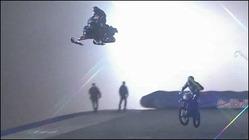 スノーモービルで125mの大ジャンプを決めるムービー