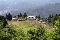 10年前に閉鎖された比叡山人工スキー場跡地。芸術活動の拠点として野外劇場や公園などの整備が計画されている(京都市左京区)