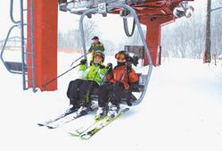 オロフレでの今季最後のスキーを楽しむ子どもたち
