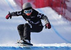 スノーボードの世界選手権は24日、カナダのストーンハムで男女スノーボードクロス予選が行われ、女子は藤森由香(写真)が20位に入り、24人で争われる26日の決勝トーナメントに進んだ。