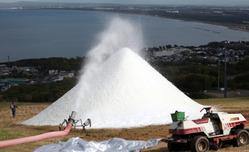 人工雪作りが急ピッチで進む「スノークルーズオーンズ」=北海道小樽市春香町で、近藤卓資撮影