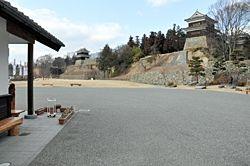 イベント会場になる上田城跡公園管理事務所前広場