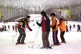 世界2番目の規模を誇る上海の室内スキー場。ゲレンデは、長さ380メートル、幅80メートル、最大斜度17度。オープンから7年目を迎えた。多い日は1000人以上の来場者でにぎわっているという(29日)