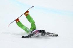2014年2月11日、アイルランドのシーマス・オコナー(Seamus O'Connor)選手がスノーボード男子ハーフパイプの準決勝で転倒。 (GETTY)