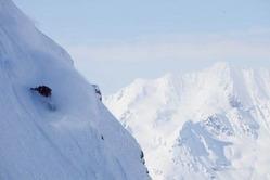 アラスカの山を滑走する中村陽子選手cTsutomu Endo