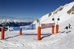 1月8日、フランスの検察当局は自動車レースF1の元王者、シューマッハー氏が頭部を強打して重体となったスキー場は安全面で国の基準を満たしていたと発表した。7日にメリベルで撮影(2014年 ロイター/Emmanuel Foudrot)