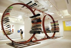 立体作品などで構成される「フィールド・キャラバン計画」の展示