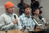 無事救助され会見する左から金藤宗晃さん、端橋伸一さん、松原靖男さん=5日午後2時35分、広島市中区の広島市民病院
