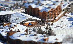 チルトシフトの動画:「ミニチュア模型のようなジャクソンホールスキー場」
