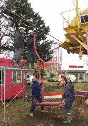 リフトのいすの取り付け作業が始まったホワイトパークスキー場