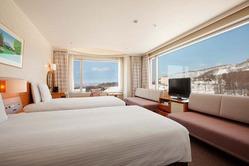 全12室あるパノラマルームの大きな窓からの景色は迫力満点。
