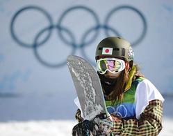 スノーボード女子ハーフパイプで予選敗退の岡田良菜(18日、バンクーバー)