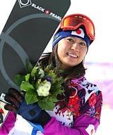 〔五輪・スノーボード〕スノーボード女子パラレル大回転決勝の2回目、転倒したものの笑顔でゴールする竹内智香=19日、ロシア・ソチ