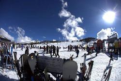 8月20日、先進国8カ国の主なスキーリゾート16カ所を対象に行った1日リフト券の価格調査で、オーストラリアのペリシャー(写真)が最も高いことが分かった。昨年7月撮影(2010年 ロイター/Perisher Ski Resort)