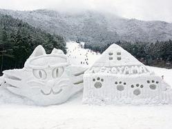 広島県立大学の学生が過去に制した猫の雪像