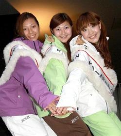 2代目スノークイーン・オブ・ぐんま(左から)早川香織、田部井美樹、佐藤唯