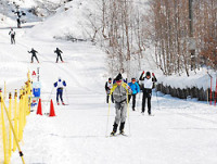 陸上自衛隊員らが運んだ雪で急造した全国高校スキー大会のコース=長野県白馬村で2009年2月6日午前10時44分、渡辺諒撮影
