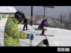 スキーヤーらが初滑りを楽しんでいる(IOX‐AROSAスキー場)