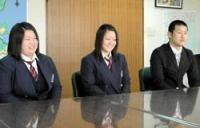 宮津市在住で、それぞれの全国選手権に出場する(左から)大西さん、矢野さん、磯野さん=宮津市役所