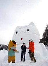 「ぐんまちゃん」の巨大雪像・水上宝台樹スキー場