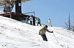 春スキーにも大勢が訪れた「おんたけ2240」=9日