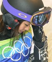女子スノーボードクロス予選のスタート前、沈んだ表情の藤森由香。ドクターストップで棄権した=サイプレスマウンテン(共同)