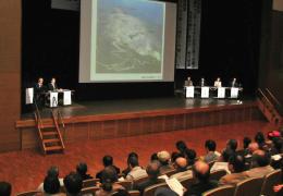 蔵王山の防災対策について議論したパネル討論