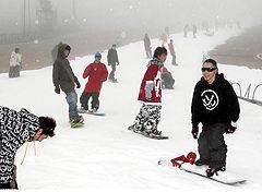 営業は来年3月末までの予定で、ナイターは今月中旬以降の見込み=3日午前、九重森林公園スキー場