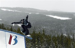 1月28日、ソチ五輪でスノーボード男子ハーフパイプ五輪3連覇を狙うショーン・ホワイト(写真)は、15歳の日本代表、平野歩夢について「驚くほどの才能がある」と警戒。9日にコロラド州ブレッケンリッジで撮影(2014年 ロイター/Mark Leffingwell-USA TODAY Sports)
