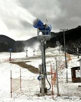 蒜山のスキー場 ゲレンデ準備へ 降雪機初稼働 /ひるぜんベアバレースキー場