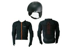 「スノーヘルメット」と「ボディパッドD3O」