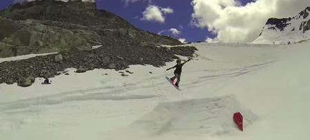 ジャッキーのスノーボードキッカートリックの写真