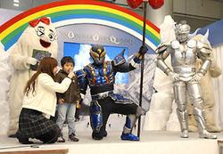 「ガ・サーン」と「たいき君」が共演した日本スキー発祥100周年イベント=東京・台場