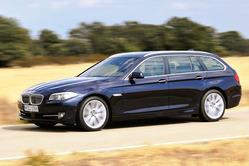 BMW、「5シリーズ」に高級ワゴン「ツーリング」を追加 スキー&スノーボードバッグ標準装備
