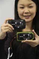 防水・耐衝撃性能を向上したコンパクトデジカメ「ペンタックス オプティオW90」(写真:産経新聞)