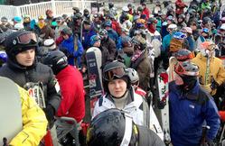 米バーモント州のスキー場では、ほとんどのスキーヤーがヘルメットをかぶっていた=2012年12月、ロータスインターナショナル提供