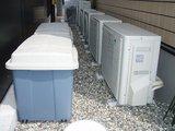 2008-09-02-01 エアコンの室外機とダストボックス