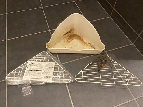 ジェックスのウサギ用三角トイレの交換用スノコを買いました