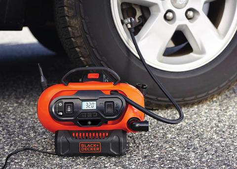 車にも自転車にも使える電動空気入れ 「ブラック・アンド・デッカー」の「トリプルパワーソース電動マルチ空気入れ」