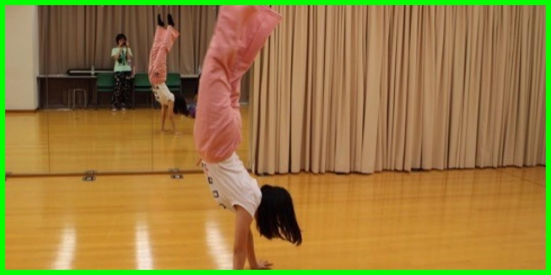 野中美希ちゃんが軽々と倒立歩きをしてるんだけど?