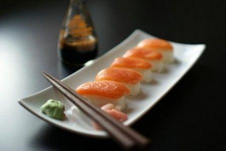 champagne_sushi_maki_sashimi-562x376-448x300