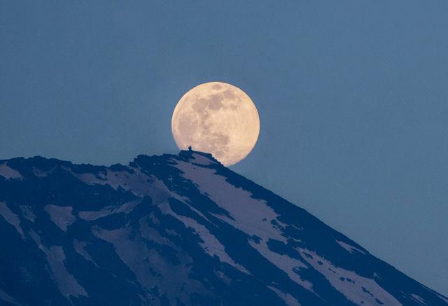 月と剣が峰-