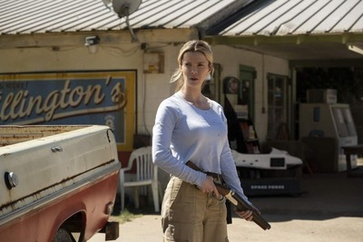The-Hunt-005-Betty_Gilpin