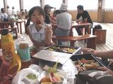 愛・地球博  北ゲートの休憩場所でお弁当を食べまーす!