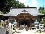 横峰寺 神社風の権現造りで風格のある本堂
