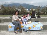 地学散歩・関川  お昼は河原で手作り弁当を広げます