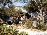 禅師峰寺  奇岩がゴロゴロ点在し木々が鬱蒼と茂る独特な雰囲気の境内