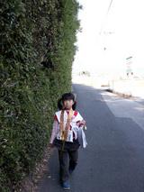 国分寺 高い生垣に沿って歩くと立派な仁王門に出ました