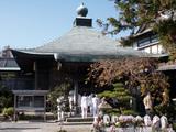 種間寺 多くのお遍路さんで賑わう大師堂